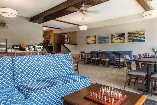 Black Swan Inn Berkshires, an Ascend Collection Hotel: Spacious lobby with sitting area