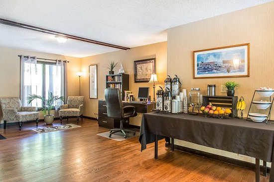 Black Swan Inn Berkshires, an Ascend Collection Hotel: Enjoy coffee in the lobby