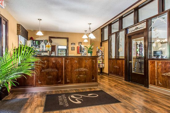 Black Swan Inn Berkshires, an Ascend Collection Hotel: Front desk