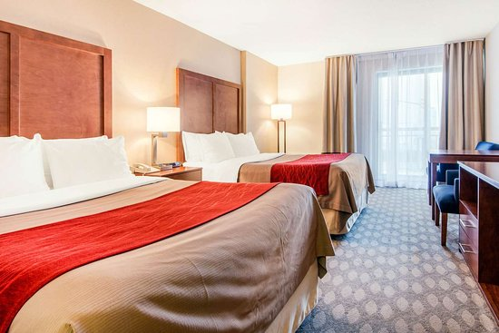 Comfort Inn Fallsview: Spacious room with queen beds