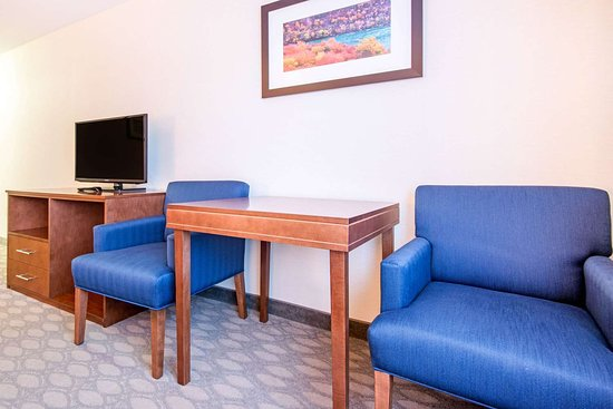 Comfort Inn Fallsview: Guest room with double bed(s)