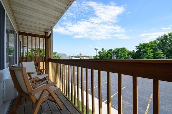 Chilton, WI: Guest Room Balcony