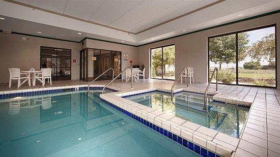 Best Western Waukesha Grand: Indoor Pool