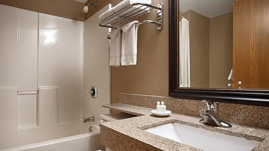 Best Western Waukesha Grand: Bathroom