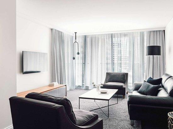 Quay West Suites Melbourne: Guest room