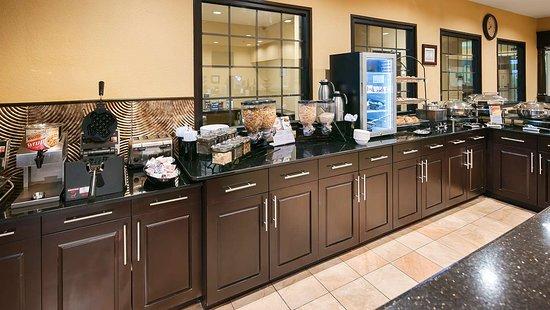 Best Western Plus DFW Airport Suites: Breakfast area
