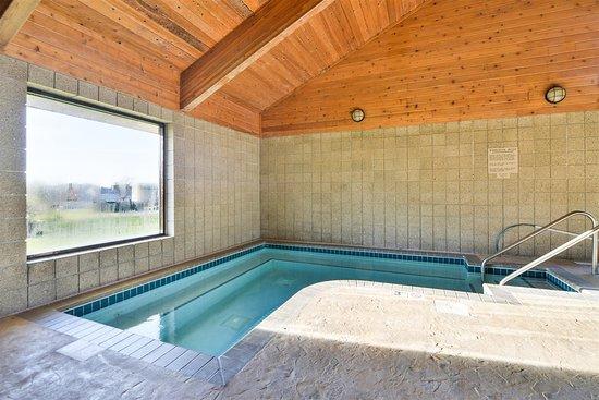 Germantown, WI: Indoor Hot Tub