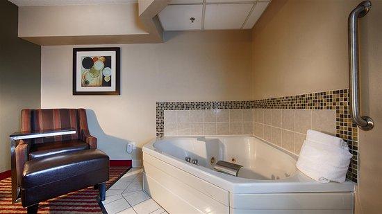 Germantown, WI: King Suite - Whirlpool - Fireplace