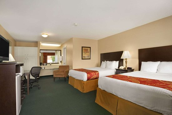 Days Inn by Wyndham Alexander City: Standard Two Queen Bed Room