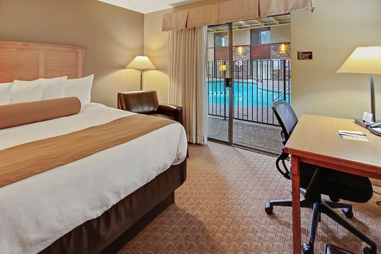 Best Western Plus GranTree Inn: Poolside King Bed Room