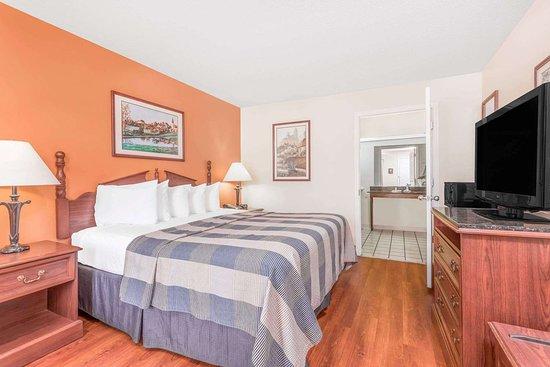 Days Inn by Wyndham Americus: Guest room