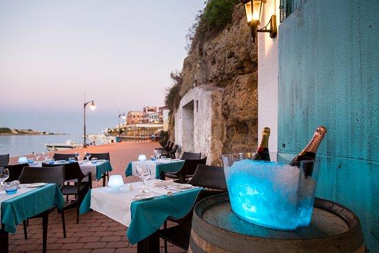 Sa Cova: Situado en una antigua cueva de pescadores, reconvertido en restaurante.