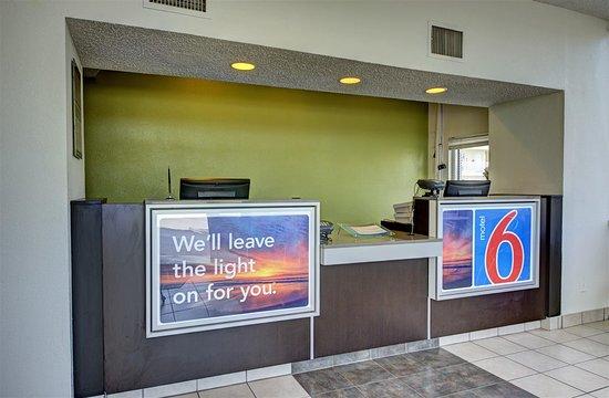 Motel 6 Cocoa Beach: Lobby