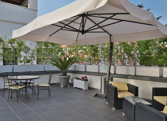 Best Western Cinemusic Hotel: Patio Area