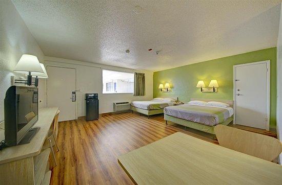 Motel 6 Cocoa Beach: Guest Room