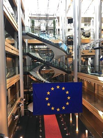 European Parliament Strasbourg: L'escalier en spirale dans le hall d'entrée