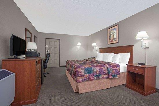 Days Inn by Wyndham Casper: Guest room
