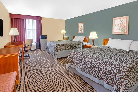 Days Inn & Suites by Wyndham Kalamazoo: Guest room