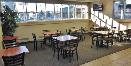 GuestHouse Inn & Suites Anchorage: Breakfast Area