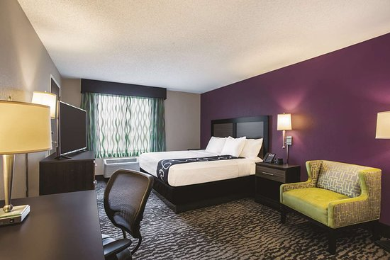 La Quinta Inn & Suites Clearwater South: Guest room