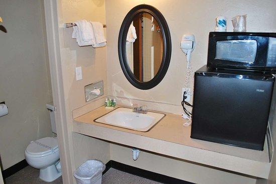 Hotel Medford North OR: Bathroom