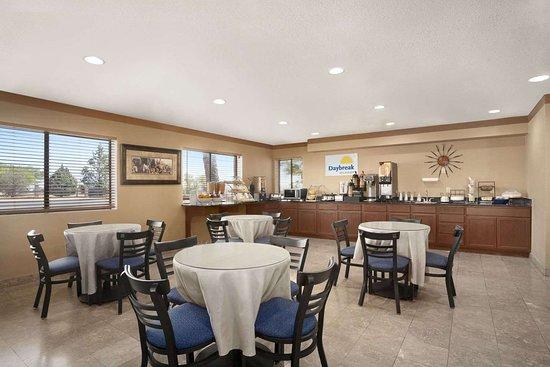 Days Inn by Wyndham Sierra Vista: Breakfast Area