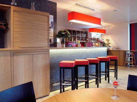 ibis Bulle - La Gruyere: Bar Lounge