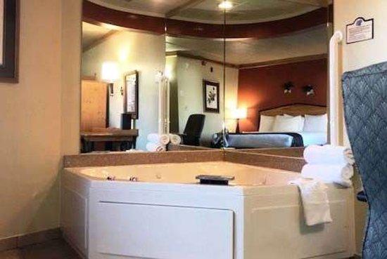 Oswego, IL: Suite
