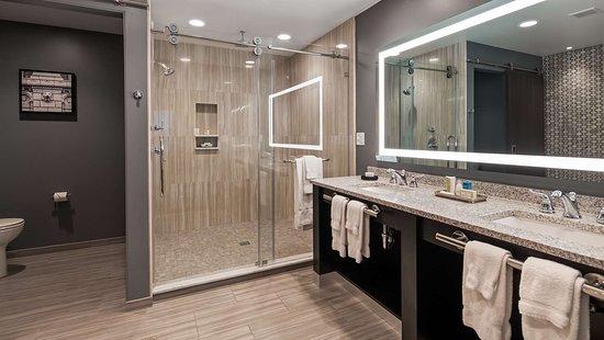 Best Western Plus Franklin Square Inn Troy/Albany: Guest Bathroom
