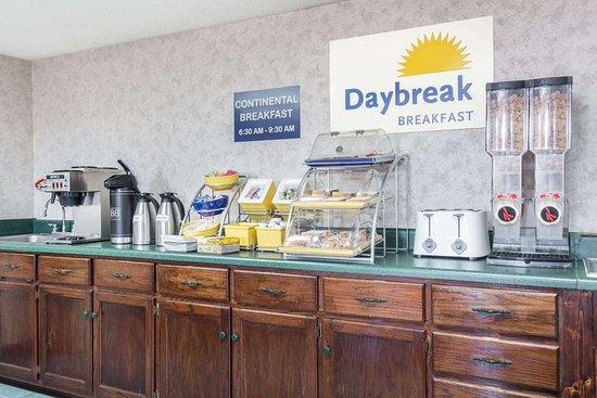 Days Inn by Wyndham Royston: Breakfast Area