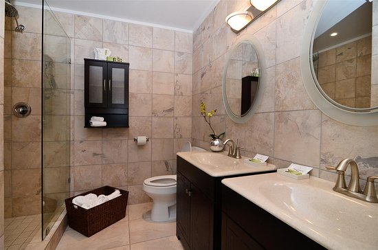 Best Western Plus Regency Inn & Conference Centre: Guest Bathroom