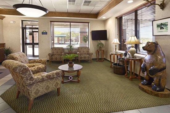 Days Inn & Suites by Wyndham Trinidad: Lobby