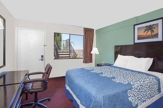 Days Inn by Wyndham Lost Hills: Guest room