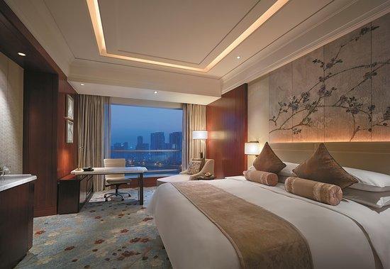 Shangri-la Hotel Qinhuangdao: Deluxe City view Room King
