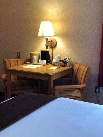 Moriarty, NM: Guest Room Table