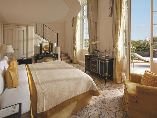 Shangri-La Hotel Paris: Eiffel Duplex Terrace Suite