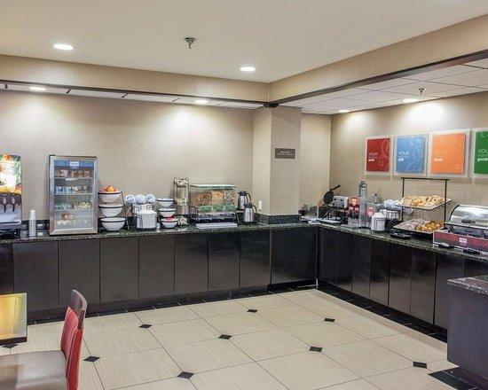 Comfort Inn: Free breakfast