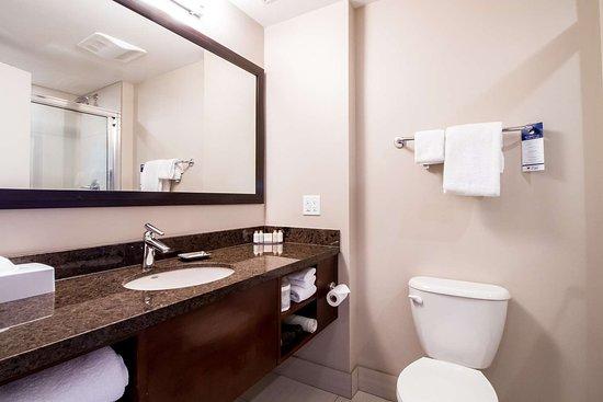 Best Western Plus Revelstoke: Guest Bathroom