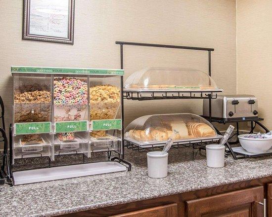 Comfort Inn: Assorted breakfast items