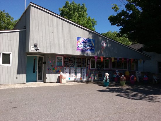 Greenville, NY: 2 Twisted Ladies Ice Cream