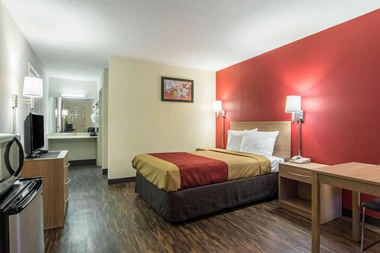 Econo Lodge Ft. Payne: Guest room with added amenities