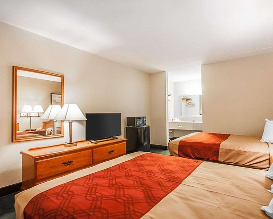 Econo Lodge: Guest room with two beds