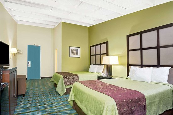 Days Inn by Wyndham Southington: 2 Double Bed Room