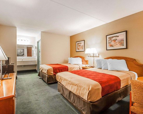Econo Lodge: Guest room with double beds