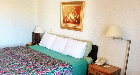 New Florence, MO: One Queen Bed Whirlpool