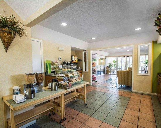 Quality Inn: Free breakfast