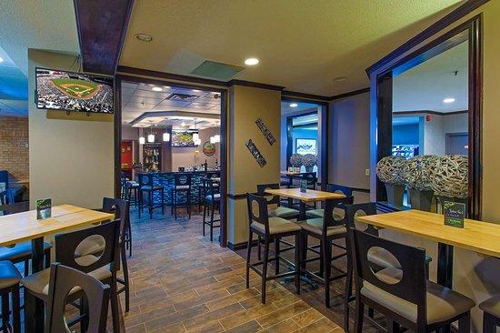 Best Western Plus Toronto Airport Hotel: Postcard Restaurant & Bar