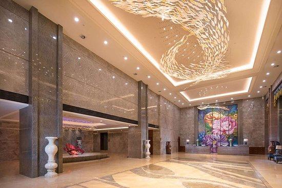 Linxiang, China: Lobby