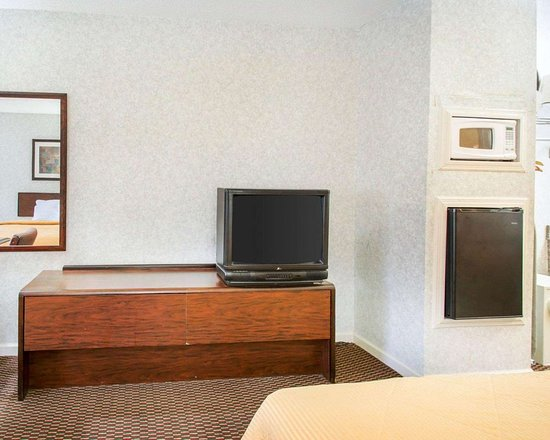 Econo Lodge Troy: Guest room with added amenities