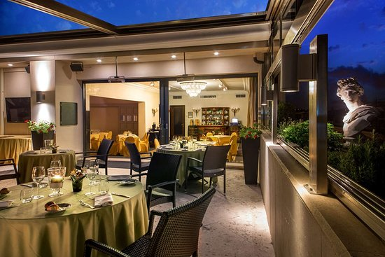 Hotel Savoy Roma: Restaurant Granet and Roof Garden